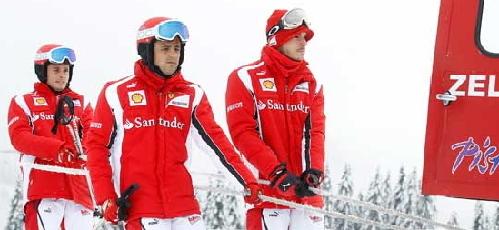 マッサ&フィジケラが渋々スキーに挑戦、アロンソ笑顔で見学