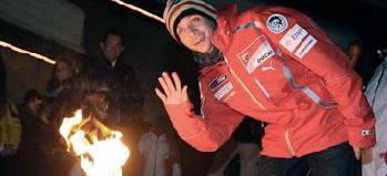 ロッシ&アロンソ&マッサ、雪だ!たき火だ!楽しいな!!