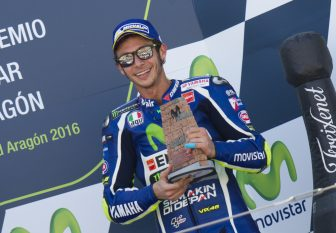 Yamaha Team's Italian rider Valentino Rossi celebrates on the podium his third place after the Moto GP race of the Aragon Grand Prix at the Motorland racetrack in Alcaniz on September 25, 2016. / AFP PHOTO / JAIME REINA