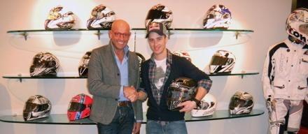ドヴィツィオーゾ:2011年からAIROHヘルメット!!