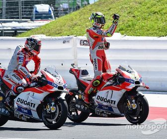 motogp-austrian-gp-2016-winner-andrea-iannone-ducati-team-and-second-place-andrea-dovizios