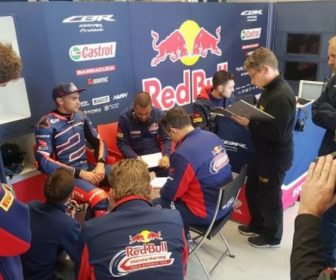 leon-camier-nell-box-red-bull